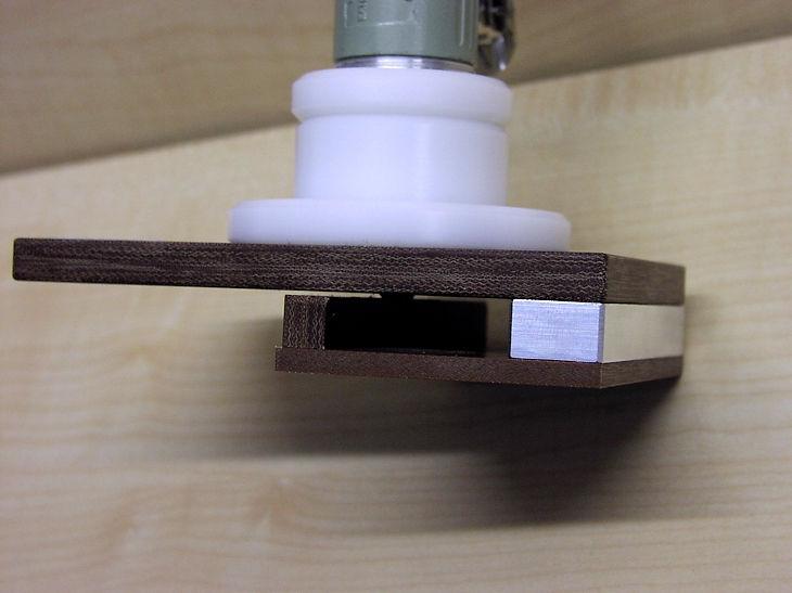 Seitenansicht der Kantenfräse Druckluft für dünne Rückwand(Pressspan)-Platten