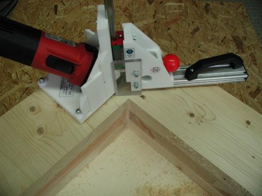 Leichter Ausklinker für schwere Wandeelemente aus Brettsperrholz